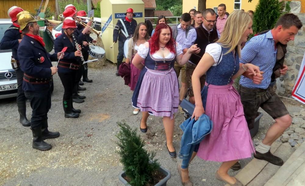 Feierliche Bierprobe für Haselbacher Jubiläums-Kirwa