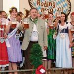 15 von insgesamt 19 Volksfestköniginnen waren beim Festauftakt dabei.
