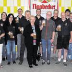 Eine Abordnung der Bergschützen verkostete das Festbier der Brauerei Naabecker.