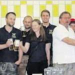 Die Abordnung aus Fuhrn stieß mit Brauerei-Vertretern auf ein gutes Gelingen des Jubiläumsfestes an.