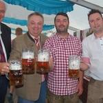 Herr Rasel, Peter Neidl, Festwirt Daniel Feuerer und BRM Eric Kulzer