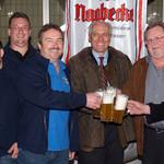 Schon bei der Bierprobe herrschte große Begeisterung ob des guten Geschmack des Bieres