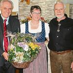 Die besten Wünsche zur Übernahme des Waldhäusls überbrachten dem Ehepaar Sperl Nittenaus Vizebürgermeister Albert Meierhofer (links) sowie Wolfgang Rasel (Zweiter von links) und Georg Hauser (rechts) von der Schlossbrauerei Naabeck.