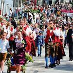 Über 1660 Teilnehmer zogen mit beim Festzug von der Augustinerstraße zum Krondorfer Anger.