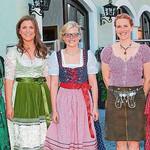 Geballte Schönheit: Martina Kinskofer inmitten von acht ihrer Vorgängerinnen