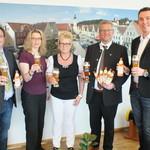Prost! Ideengeber, Organisatoren und OB Feller freuen sich über das neue Angebot. Foto: slp