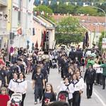 Feuerwehren, Sportvereine, Schützen, Musikkapellen: Am Rodinger Volksfest-Einzug beteiligten sich am Samstag 1700 Teilnehmer.
