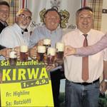 Auf ein gutes Gelingen der Kirwa stießen die Verantwortlichen bei der Bierprobe an.