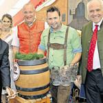 Die Vorfreude ist groß: Bürgermeister Franz Reichold wird in elf Wochen das erste Fass am 66. Rodinger Volksfest anzapfen. FOTO: ARCHIV/SCHREINER