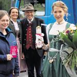 Blumen für die neue Bayerische Bierkönigin Sarah Jäger