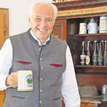 Der neue Festwirt Wolfgang Rasel hofft trotz Fußball-WM auf ein erfolgreiches Volksfest.