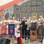 Nicht mehr lange, und das 65. Rodinger Volksfest startet. Mit von der Partie werden auch wieder die charmanten Volksfestköniginnen sein. Bei der Bierprobe im Juni wird das Geheimnis gelüftet und die neue Königin der Öffentlichkeit vorgestellt. FOTOS: B. SCHREINER